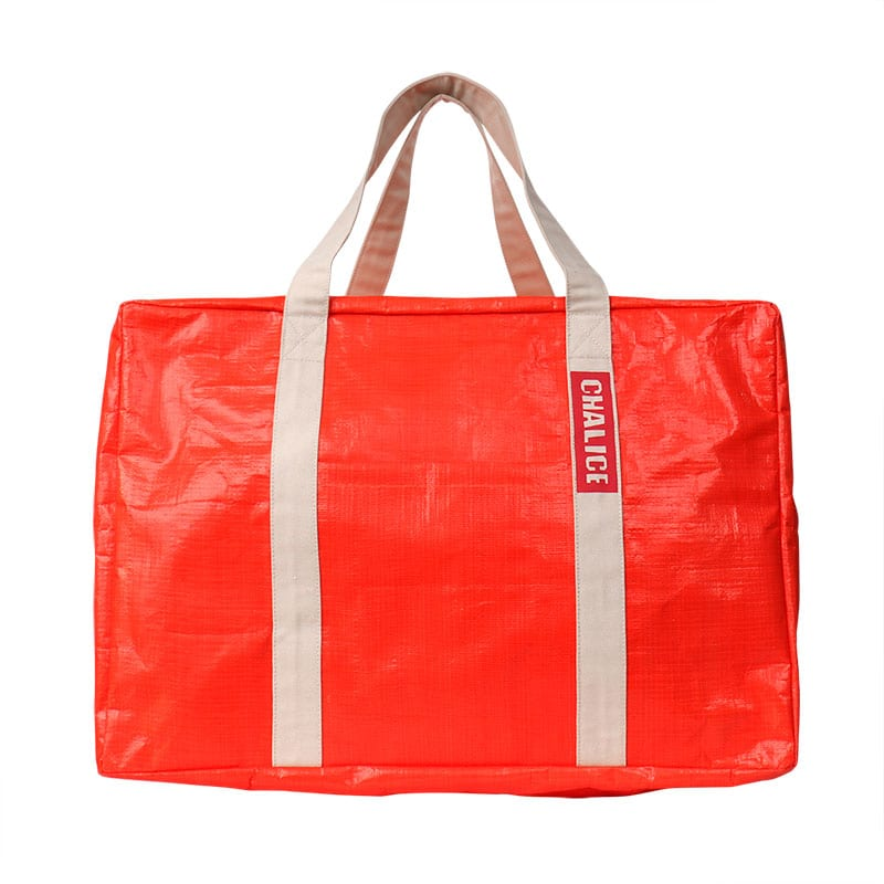 "<div align=""right"">Simple Day Bag<br />¥8,900+tax</div>"